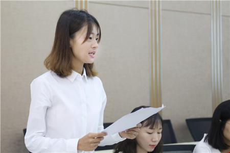 新教师代表石珂发言.jpg