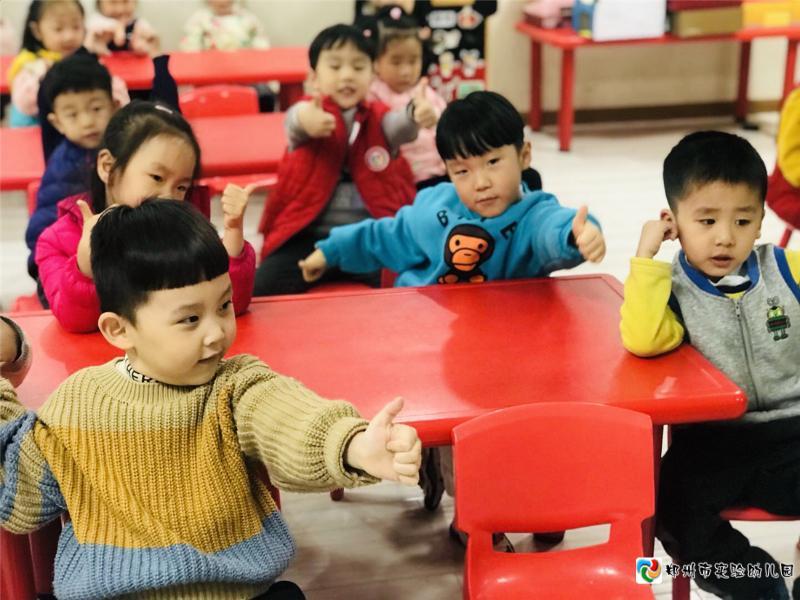4孩子们为故事大王点赞.jpg