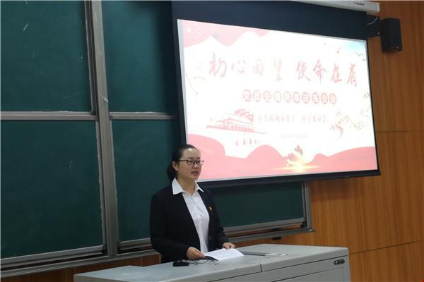 6毛云瑞老师作先进事迹报告.jpg