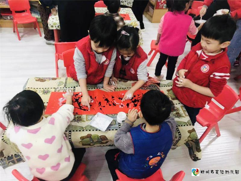 3.孩子们吹画梅花图.jpg