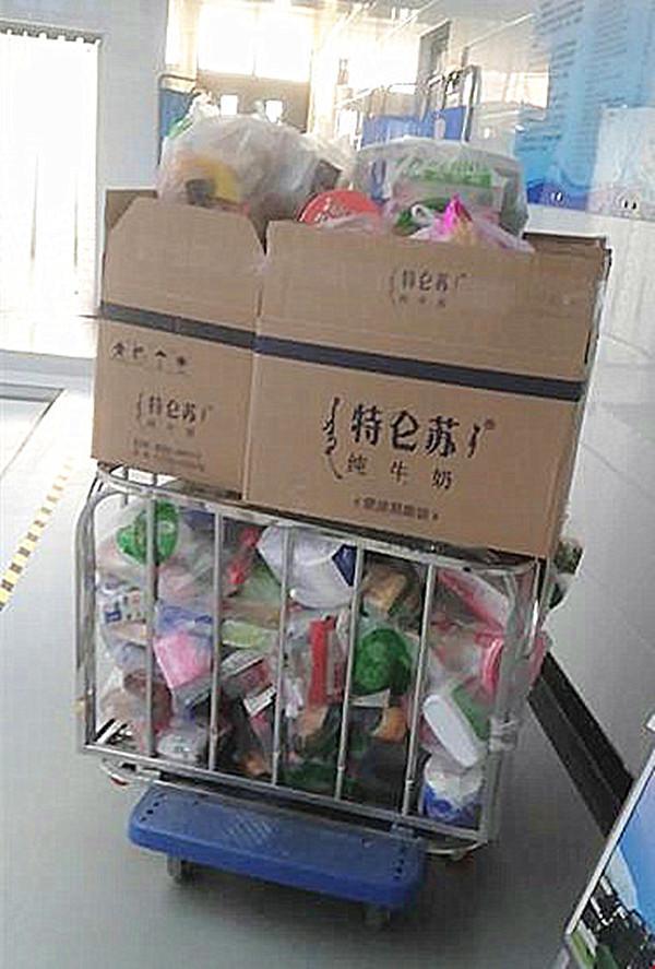 学校集中购买学生所需物品,避免感染风险.jpg