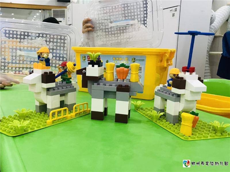 7教师们搭建的山羊作品.jpg